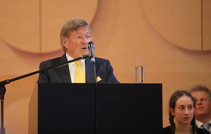 Der Vorsitzende des Stiftungsrats, Herr Walter H. Lechler stellt den Stiftungsgründer der Lechler Stiftung und seine Werke vor.