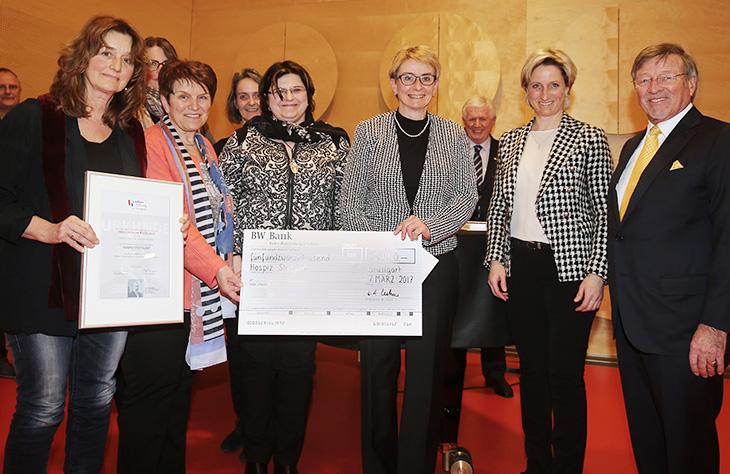 ... undHospiz Stuttgart (Palliativ-Care Beratungsdienst des Ambulanten Erwachsenhospizes) Frau Dr. Christine Pfeffer, Leitung Ambulantes Erwachsenenhospiz.