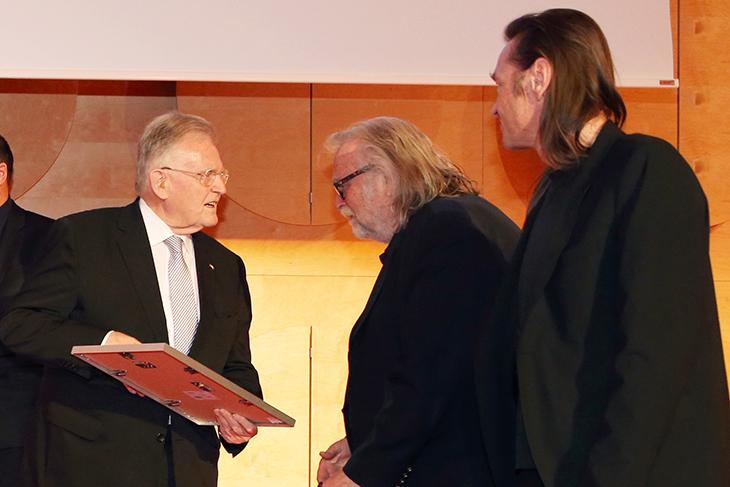 Urkundenübergabe an RosenResli e. V. Stuttgart.