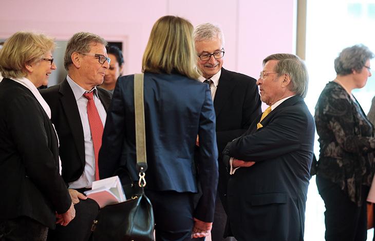 Der Vorsitzende des Stiftungsrats der Lechler Stiftung, Herr Walter H. Lechler begrüßt die eintreffenden Gäste.