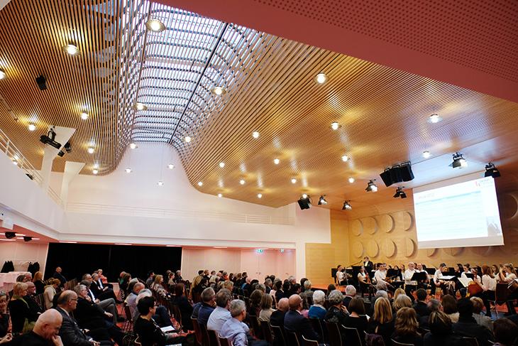 Musikalisch wird der Abend vom Jugendsymphonieorchester Metzingen begleitet.
