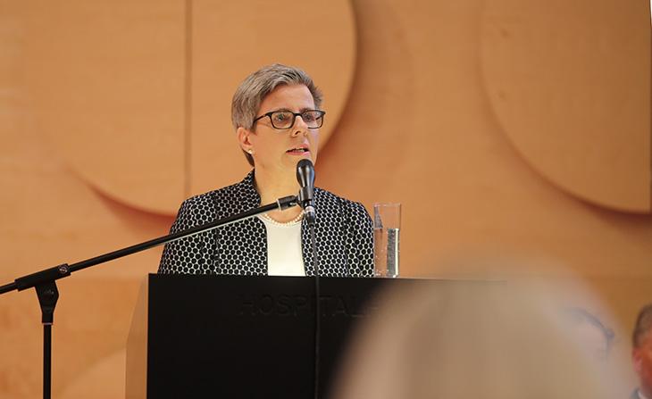 """Die Vorsitzende des Hospiz- und Palliativverbandes Baden-Württemberg, Frau Susanne Kränzle hält ein Impulsreferat: """"Palliativversorgung heute und morgen""""."""