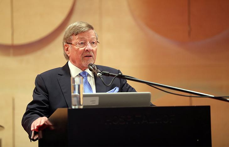 Herr Prof. Walter H. Lechler spricht die Begrüßungsworte für die Preisverleihung des Paul Lechler Preises 2018.