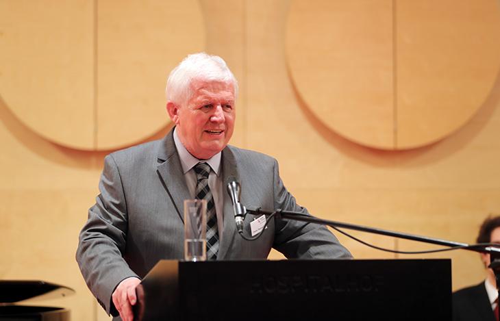 Der Stiftungsvorstand Herr Dieter Hauswirth spricht die Dankesworte.